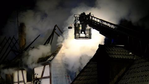 Dachstuhl eines Fachwerkhauses in Büdingen in Flammen
