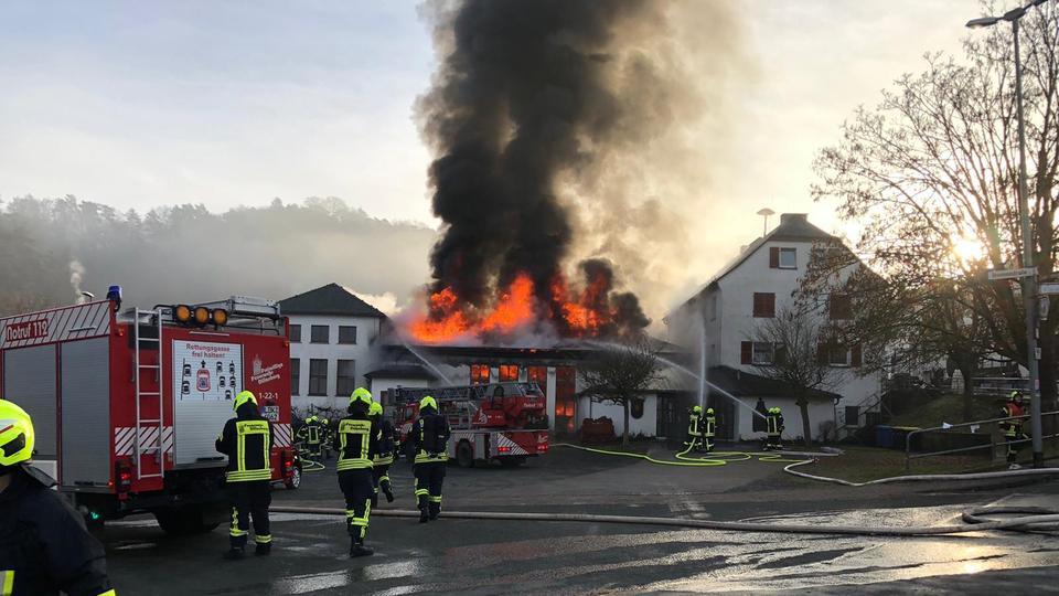 Eine Mehrzweckhalle in Dillenburg-Oberscheld ist am Samstagmorgen abgebrannt