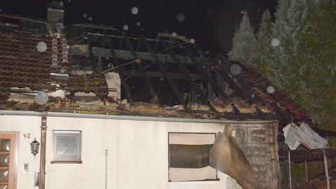 Das Haus ist nach dem Brand unbewohnbar.