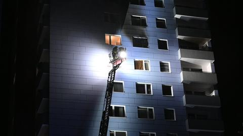 Feuerwehr-Einsatz bei Hochhausbrand in Frankfurt-Niederursel