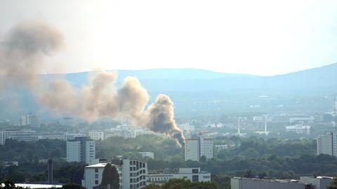 Rauchwolke über Frankfurt-Praunheim