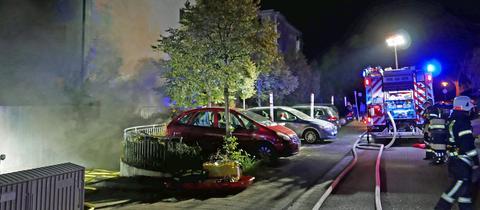 Feuerwehreinsatz an brennender Garage in Darmstadt