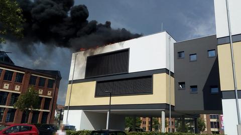 Brennendes Dach der Hersfelder Zeitung