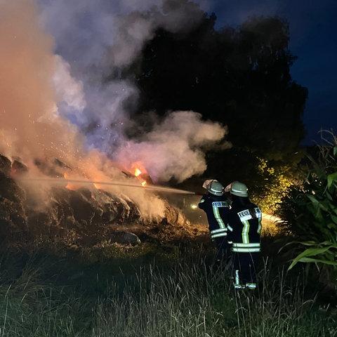 Brennende Heuballen bei Wildeck