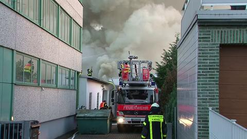Brand in einer Lagerhalle in Kassel