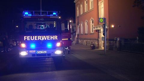 Feuerwehrauto vor Haus in Kaufungen