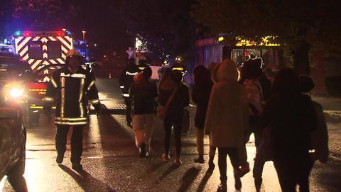 Bewohner eines Hochhauses in Langen verlassen ihr Zuhause nach einem Brand