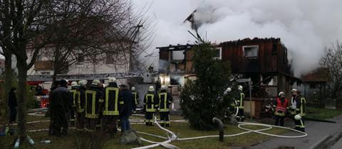 Feuerwehrleute im Einsatz in Niedenstein