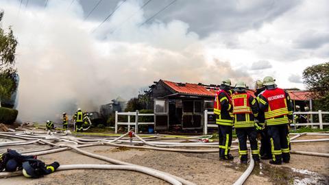Rauchschwaden auf Reiterhof in Hofheim