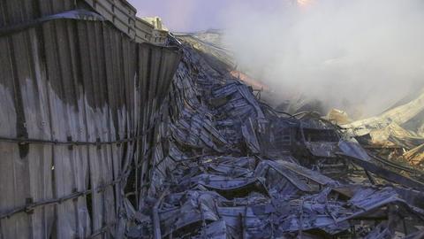 Abgebrannte Lagerhalle einer Schreinerei in Steinau an der Straße