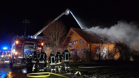 Löscharbeiten der Feuerwehr. In dem Haus starb der 79 Jahre alte Bewohner im Dezember 2018.