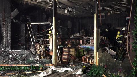 Der ausgebrannte Laden in der Wiesbadener Innenstadt
