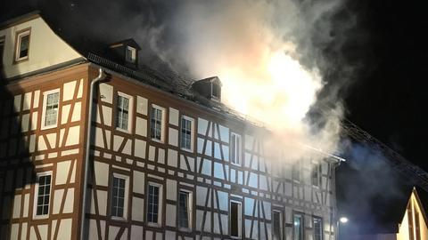 In Wöllstadt (Wetterau) brannte in der Nacht ein Fachwerkhaus.