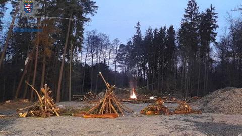 Brennende Barrikaden im Dannenröder Forst