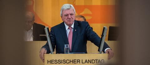 Ministerpräsident Volker Bouffier (CDU) bei seiner Regierungserklärung am Dienstag im Wiesbadener Landtag.