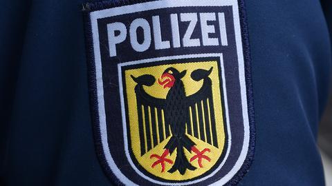 Das Abzeichen des Bundespolizei auf einem Uniformärmel.