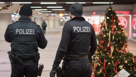 Beamte der Bundespolizei im Frankfurter Hauptbahnhof