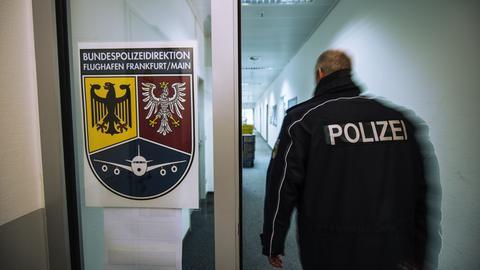 Bundespolizei am Flughafen in Frankfurt