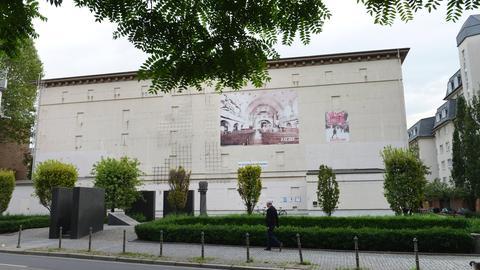 Gedenkstätte im Hochbunker an der Friedberger Anlage in Frankfurt von außen