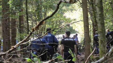 Polizisten im Jahr 2018 am Fundort der Knochen.