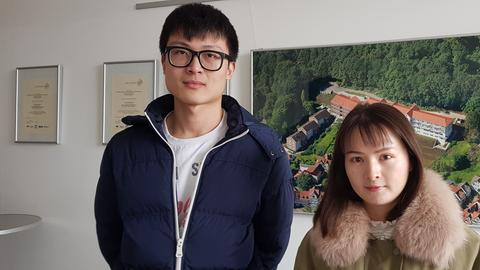 Die Studierendenvertreter Jingsi W. Lin (re.) und Xin He (li.)