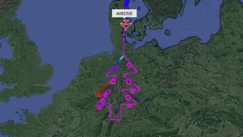 Ein Screenshot von flightradar24.com zeigt die christbaumförmige Route.