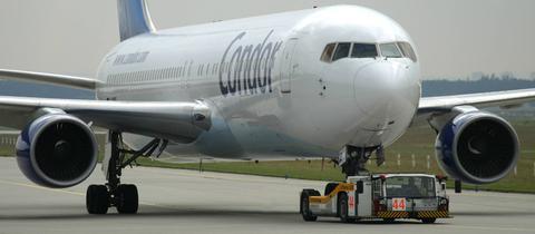 Condor 767 am Boden