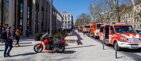 Feuerwehrautos vor Rheinmain Congresscenter