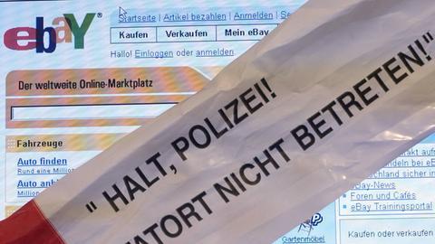 """""""Tatort nicht betreten!"""" Absperrband vor ebay-Bildschirm"""