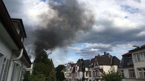 Rauchsäule über dem Frankfurter Nordend