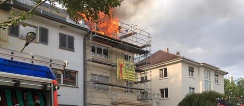 Brennendes Dachgeschoss in der Cronstettenstraße