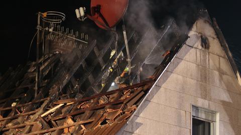 Abgebrannter Dachstuhl in einem Wohnhaus in Griesheim (Darmstadt-Dieburg)