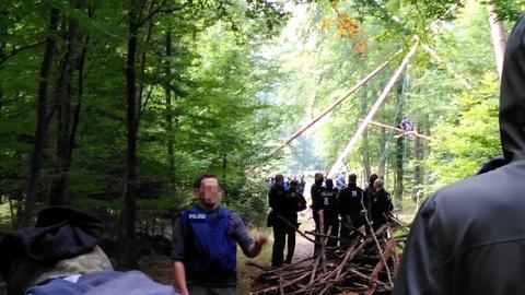 Polizisten im Dannenröder Forst.