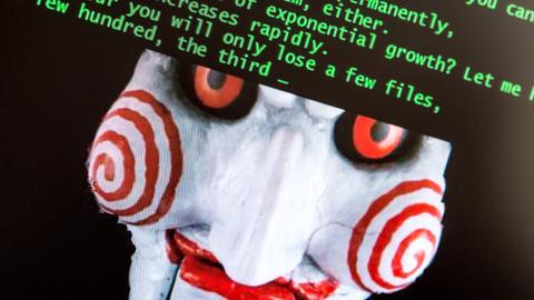 Das Konterfei eines teuflischen Clowns auf dem Bildschirm eines von Internet-Erpressung betroffenen Computers