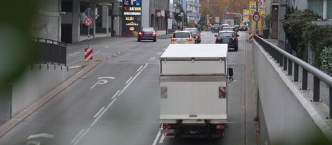 An der Hügelstraße in Darmstadt ist die Stickstoffdioxid-Belastung besonders hoch.