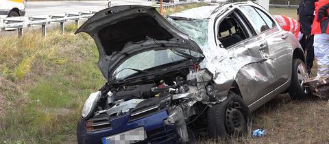 Schwer beschädigtes Unfallauto.