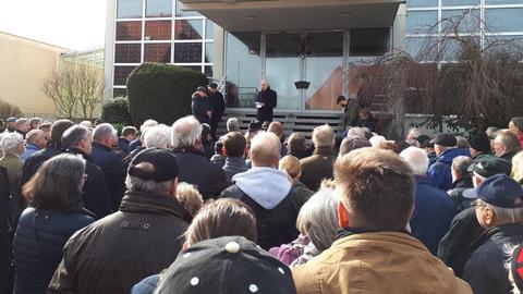 Demo für den Bürgermeister von Neukirchen, der wegen des Ertrinkens von drei Kindern verurteilt wurde