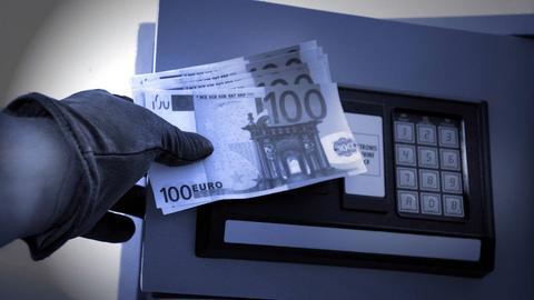 Dieb stiehlt Geld aus Tresor