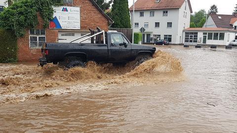 In Dipperz stand die Ortsmitte unter Wasser.