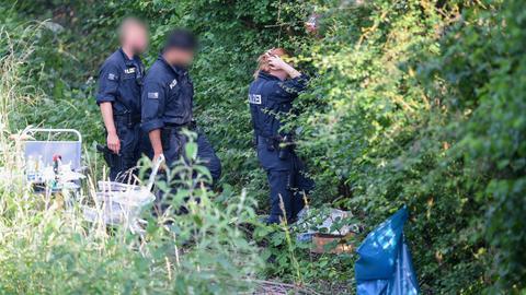 Polizisten suchen nach Susannas Leiche