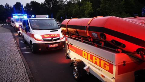 DLRG-Helfer aus Marburg-Biedenkopf brechen in das Hochwasser-Gebiet auf.