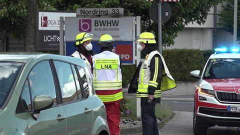 Einsatzkräfte vor dem SPD-Büro in Hofheim