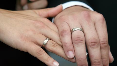 Hochzeit Heiraten Ehering Brautpaar Sujet
