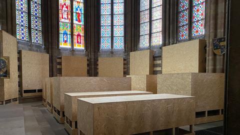 Die Gräber der hessischen Landgrafen - in Spanplatten verpackt für die Sanierungsarbeiten