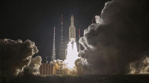 Die Ariane 5-Rakete mit BepiColombo an Bord hebt von ihrer Startrampe in Kourou in Französisch-Guayana ab.