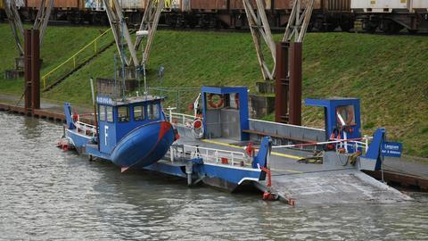 Mühlheimer Mainfähre im Osthafen Frankfurt