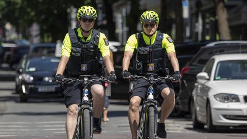Polizisten in Frankfurt auf Fahrradstreife