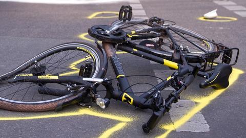 Ein Fahrrad nach einem Unfall (Archivbild)