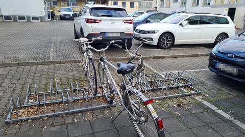 Der Fahrradständer vor der Unterkunft.
