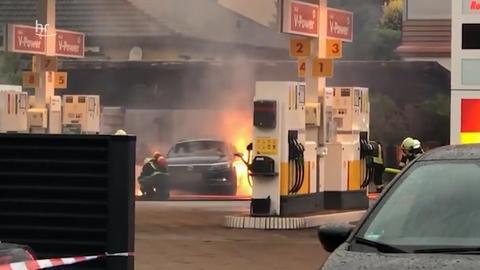 Mit Staubsauger und Gartenschlauch Auto in Brand gesetzt